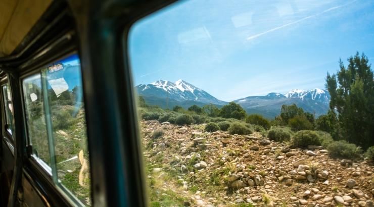 Langsames Reisen Bus Fenster (c) Tim Foster - Unsplash